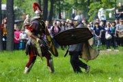 бой между центурионов и варваром