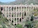 Акведук Орел, построенный римлянами в первом веке нашей эры. Андалусия, Испания
