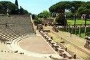 Римский амфитеатр в городе Остия, Италия