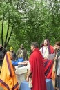 Римская свадьба. Жрец связывает руки жениха и невесты шнурком.