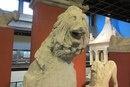 Голова льва с крыши надгробного монумента.