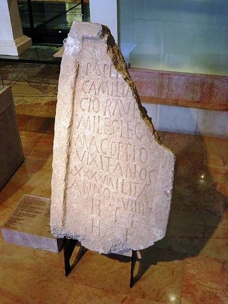 Надгробие легионера Legio V Macedonica найденное недалеко от Эммауса. Сейчас находится в музее Хайфы